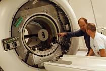 NOVINKA. Českobudějovická nemocnice zakoupila moderní magnetickou rezonanci. Stála přes 28 milionů korun.