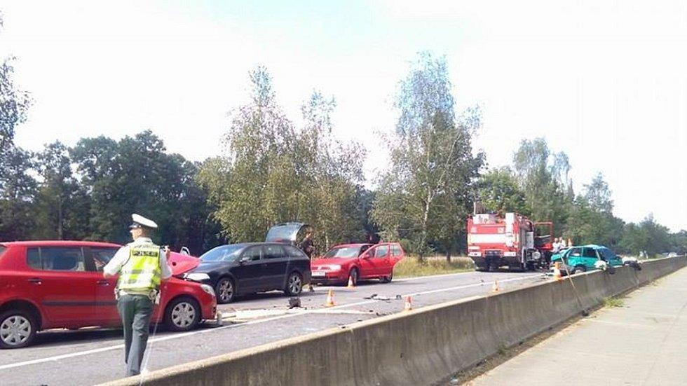 Závažná dopravní nehoda se stala v pondělí na silnici mezi Hlubokou a Bavorovicemi.