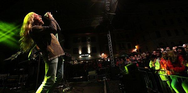 Na Svatováclavských slavnostech vČeském Krumlově hrála 26.září rocková Supergroup. Na snímku Kamil Střihavka.
