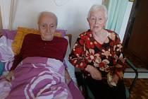 Společně. Sedmého února zahájili Ivan a Miluška Dvořákovi šedesátý sedmý rok svého vydařeného manželství, v němž se museli poprat i s mozkovými mrtvicemi.