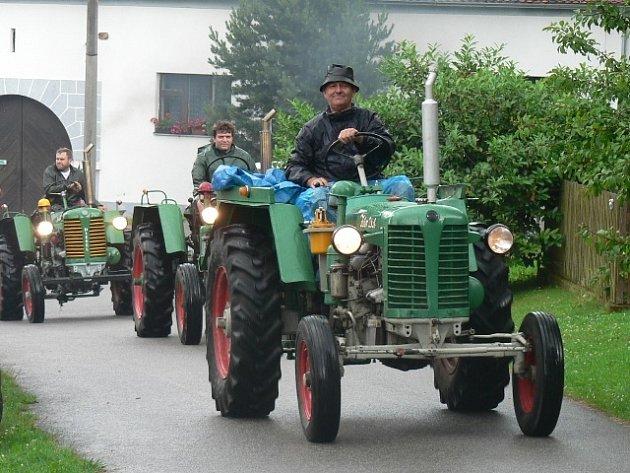 Setkání historických traktorů v Sedle u Komařic.