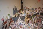 Nový rekordní papírový betlém máme od 20. prosince v Jihočeském muzeu. Neuvěřitelných 1614 originálních postaviček z papíru vyrobilo 1382 autorů z Českých Budějovic a okolí.