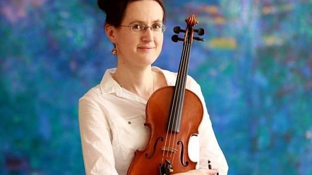 Michaela Vyoralová, houslistka z Jihočeské komorní filharmonie.
