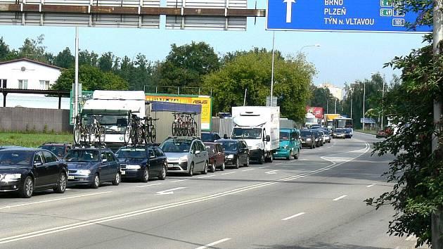 Země živitelka způsobuje každý rok dopravní komplikace.
