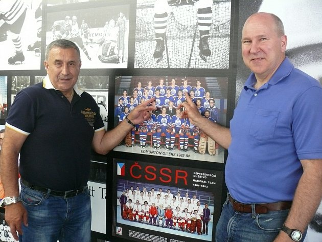 Jaroslav Pouzar a Don Jackson v Hokejovém centru Pouzar