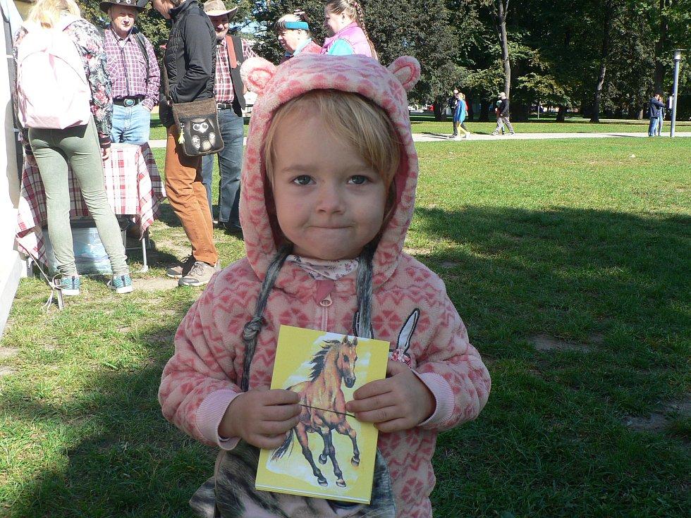 Na Budějovickém westernu byly k mání i pohlednice pro jízdu Pony expressu.