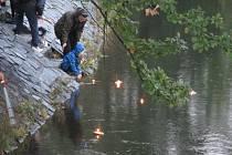 Památný den Sokolstva, 8. říjen je od roku 2019 zařazen mezi Významné dny České republiky. TJ Sokol spolu s dětmi vypouštěly na vodu lodičky z  přírodních materiálů opatřené s hořícími svíčkami za obětované životy.