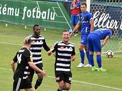 Jindřich Kadula se ve Vlašimi raduje ze svého gólu na 0:1. V prvním vzájemném utkání vyhrálo Dynamo ve Vlašimi 2:0, jak dopadne sobotní odveta na Střeleckém ostrově?