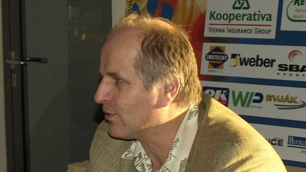 Ředitel Jihočeského divadla Jiří Šesták v rozhovoru pro Deník  přemýšlel před Ledovým plesem  o světě sportu.