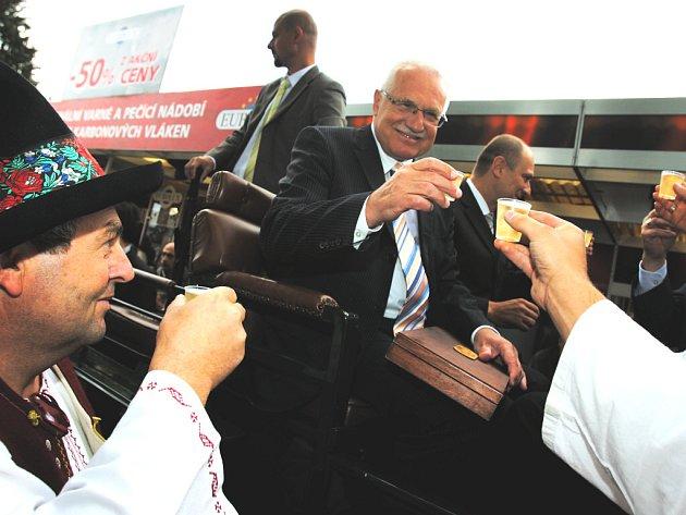 Prezident Václav Klaus zahájil v sobotu v Českých Budějovicích na 35. ročníku mezinárodního agrosalonu Země živitelka Národní dožínky.