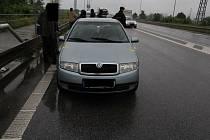 Policisté zadrželi v autě dealera drog.