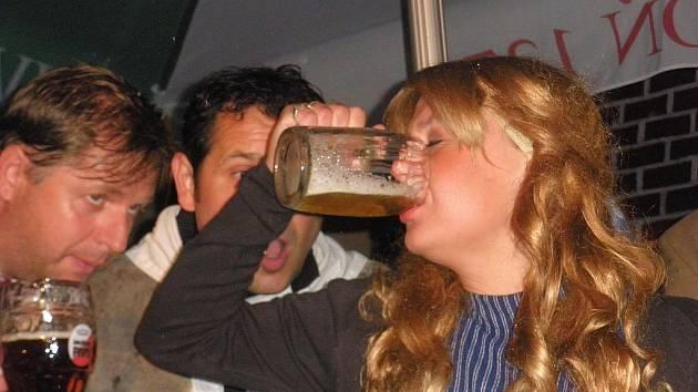 Pavla Švédová v roli Maryšky zvládla i vypití piva na ex.