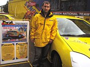 Na návštěvě u CB Motorsportu - pilot Zdeněk Čermák a zlaté ruce mechanika Filipa Strnada.
