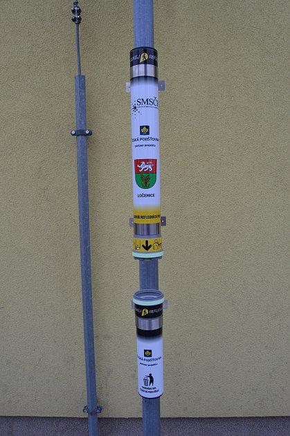 Tyto tubusy se zásobníkem reflexních pásků mohou zdarma získat obce, které jsou členy Sdružení místních samospráv ČR.
