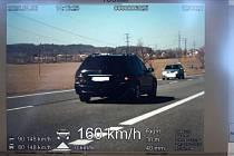 """Policie """"přistihla"""" další rychlé řidiče. Jednomu radar naměřil 160 km/h."""