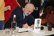 Autogramiáda knihy Zdeňka Svěráka Strážce nádrže.