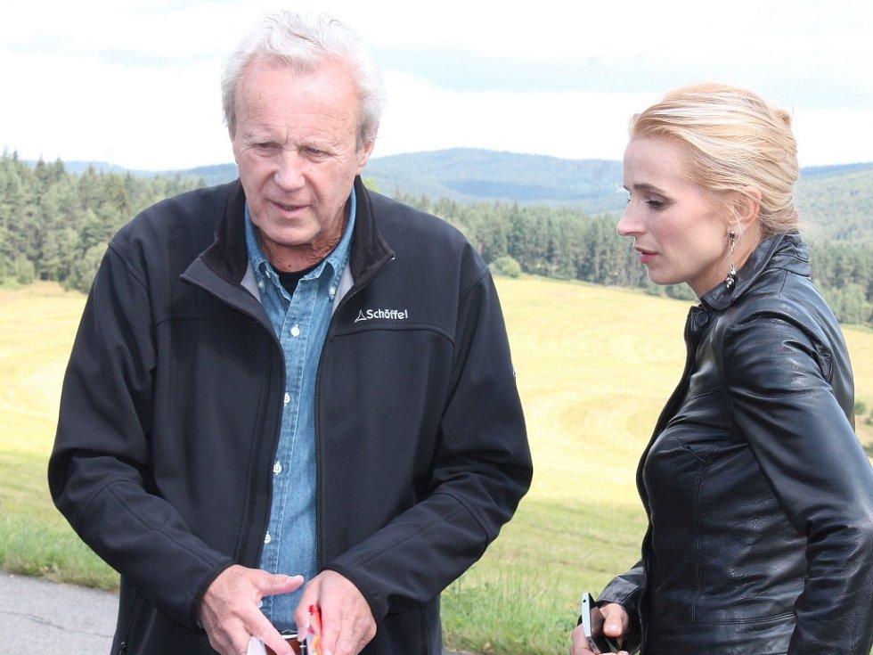 Režisér Jaroslav Soukup udílel loni v srpnu nedaleko šumavské obce Srní pokyny písecké rodačce, herečce Ivaně Jirešové.