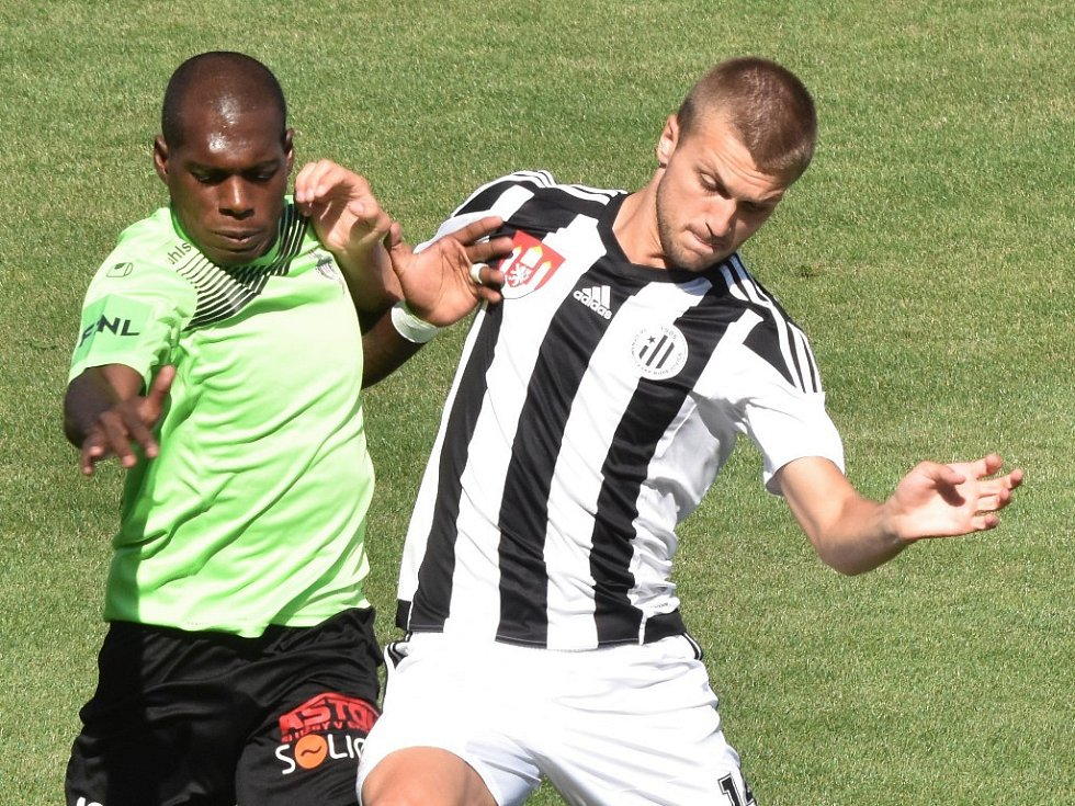 Zinedin Mustedanagič (vpravo) po zápase se Žižkovem odpovídal na dotazy Deníku jižní Čechy.