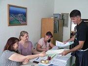 Evropské volby spojili i v sobotu v Dobřejovicích, které patří pod Hosín, s anketním hlasováním o plánovaném železničním koridoru.