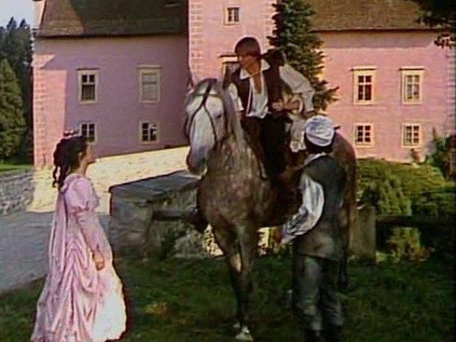 Kominík a princ aneb Pavel Trávníček a Karel Roden s Markétou Fišerovou tvořili trio. Karel Roden musel zvládnout i jízdu na koni.