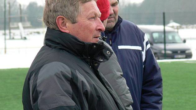 Miroslav Pekárek po osmibrankovém přídělu v Malšicích skončil na lavičce SK Čtyři Dvory.
