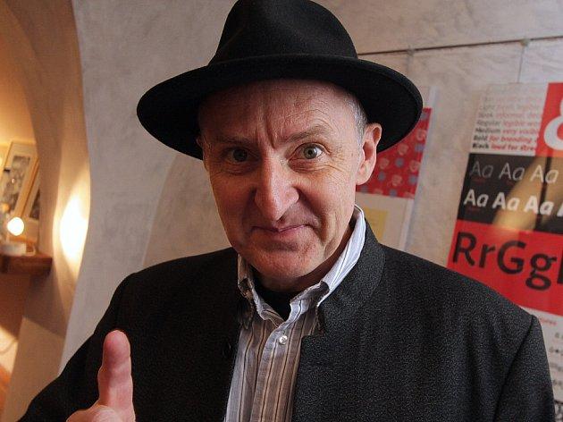 František Štorm, typograf, grafik, šéf metalové legendy Master's Hammer. V českobudějovické Galerii Hrozen končí 6. listopadu jeho výstava (H)různé věci.