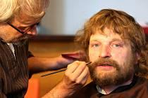 Na Orlíku se 28. září natáčel druhý díl filmu Jan Hus. Na snímku je Matěj Hádek v maskérně.