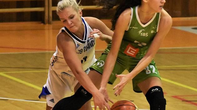 Karolína Fadrhonsová (vlevo) odehrála bojovný zápas. Jediný jihočeský zástupce v soutěži porazil Ostravu.