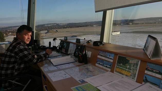 Pohled z řídicí věže Jihočeského letiště.