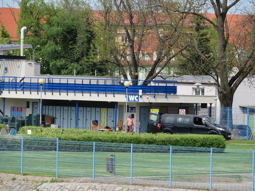Plavecký stadion na Sokolském ostrově v Českých Budějovicích.
