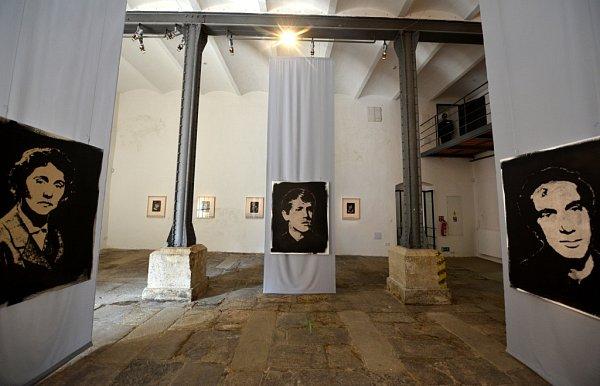Roman Týc vrací paměť lidskému popelu. Instalace zůstane vkrumlovském Egon Schiele Art Centru do 15.září.