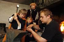 Historicko-rytířské slavnosti proběhly v sobotu v Nových Hradech a okolí,lidé se mohli těšit na purkrabího,vrchnost, návštěvu krále,rytířskou skupinu Rectum z Chebu,a řadu dalších řemeslníků