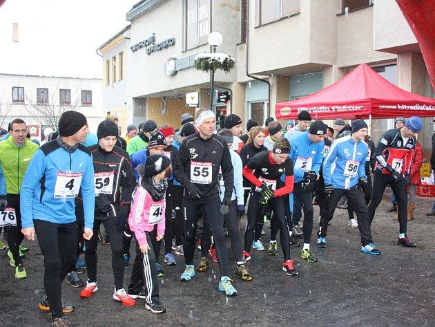 Loňský Silvestrovského běhu v Trhových Svinech přilákal kolem stovky závodníků. Běžci se do ulic města vypraví i letos.