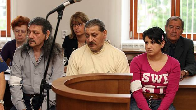 Českobudějovický krajský soud vyřkl 30. dubna rozsudek v případu kuplířství, znásilňování, omezování osobní svobody a překupnictví omamných látek.