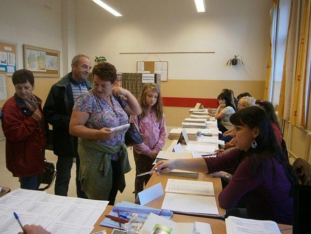 Volební místnost na gymnáziu vČeské ulici vČeských Budějovicích.