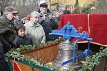 V Boršově vysvětili a znovu zavěsili ukradený zvon.