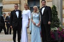 Premiéři s manželkami na festivalu