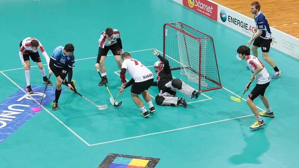 RADEK HANÁK (v modrém) se proti Mukařovu trefil v obou zápasech.