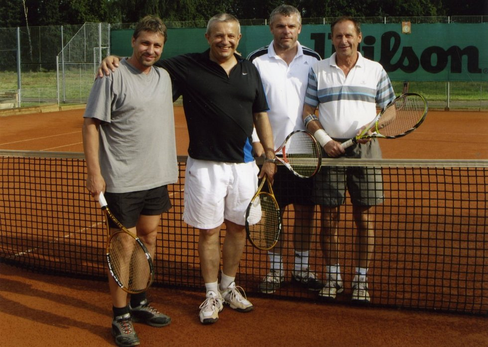 Kamarádi z tenisu. (Zleva) Josef Jandač, Jaroslav David, Martin Minář a Vojtěch Louda.