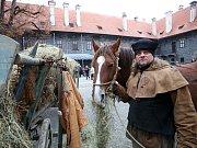 V Českém Krumlově se 2. listopadu natáčel německý historický film o reformátorovi Martinu Lutherovi. Dvoudílný film odvysílá příští rok německá stanice ZDF. Na snímku komparz na hradním nádvoří.
