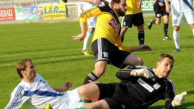 Michal Klesa překonává brankáře Prepsla a střílí ve Frýdku první gól Dynama.