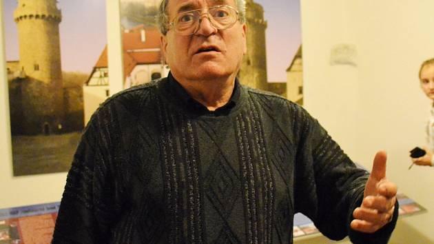 Jindřich Dejmal, jenž nyní vede dorost v Třeboni, byl při vyhlášení desítky sportovců Strakonicka uveden do Síně slávy strakonického sportu.
