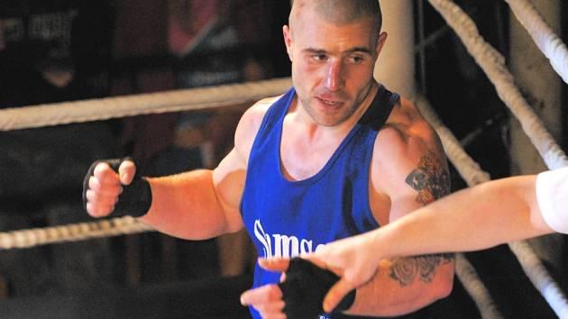 Jiří Bursa se raduje ze své důležité výhry.