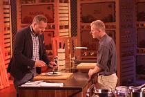 Nekompromisní porotce soutěže František Škanta (vpravo) svým kuchařským uměním zaujal. K pokrmu, který připravil, měli jen drobnou výtku. Verdikt Františka dojal.