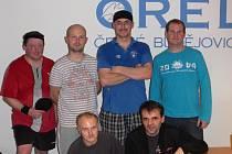 Nejlepší hráči turnaje na Orlu: Nahoře zleva finalista Morávek, vítěz hlavní soutěže Havránek, třetí Dobrovodský a vítěz útěchy Tomáenk, dole nejlepší debl Streit, Charvát.