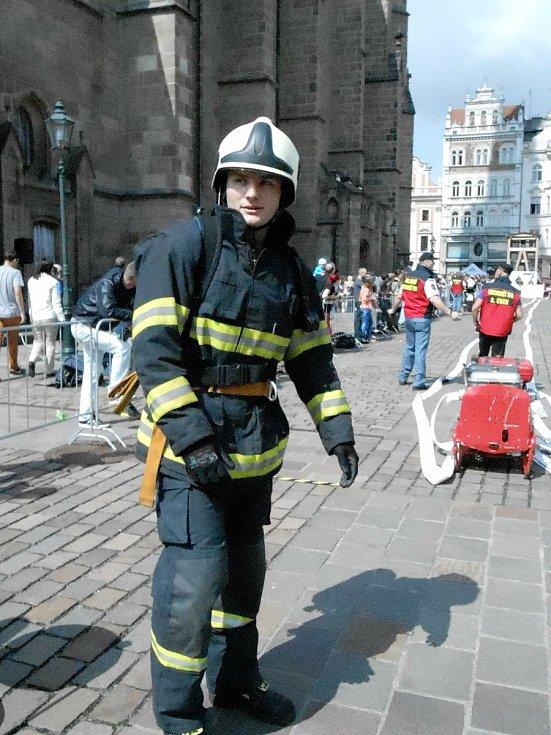 Povolání hasiče je podle píseckého strojníka pro lidi, co mají rádi změnu a adrenalin. Zájemci se mohou hlásit na telefonu 950 230 331, nebo emailu lucie.davidova@jck.izscr.cz.
