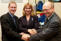 Kosmonauti Frank de Winne (Belgie), Jelena Kondakovová (Rusko) a Vladimír Remek při zahájení výstavy k 50.výročí letu Jurije Gagarina do vesmíru v EP v Bruselu.