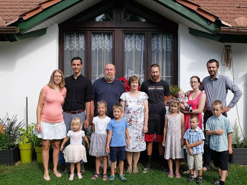Šimon Heller (KDU-ČSL) se stal poslancem za koalici Spolu, díky preferenčním hlasům ho tak voliči doslova katapultovali do sněmovny. Má velkou rodinu, která ráda hraje tenis.