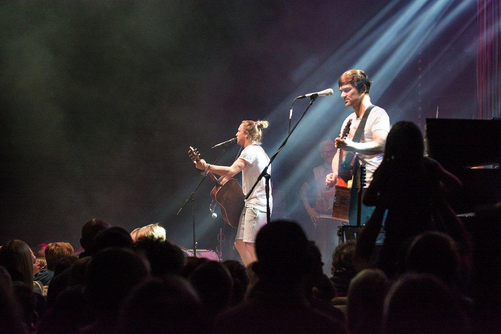 Písničkář Tomáš Klus koncertoval v úterý večer v Českých Budějovicích.