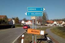 Objížďka na Holašovice. Ukazatel v Záboří směřoval ale řidiče spíše do pražské čtvrti.